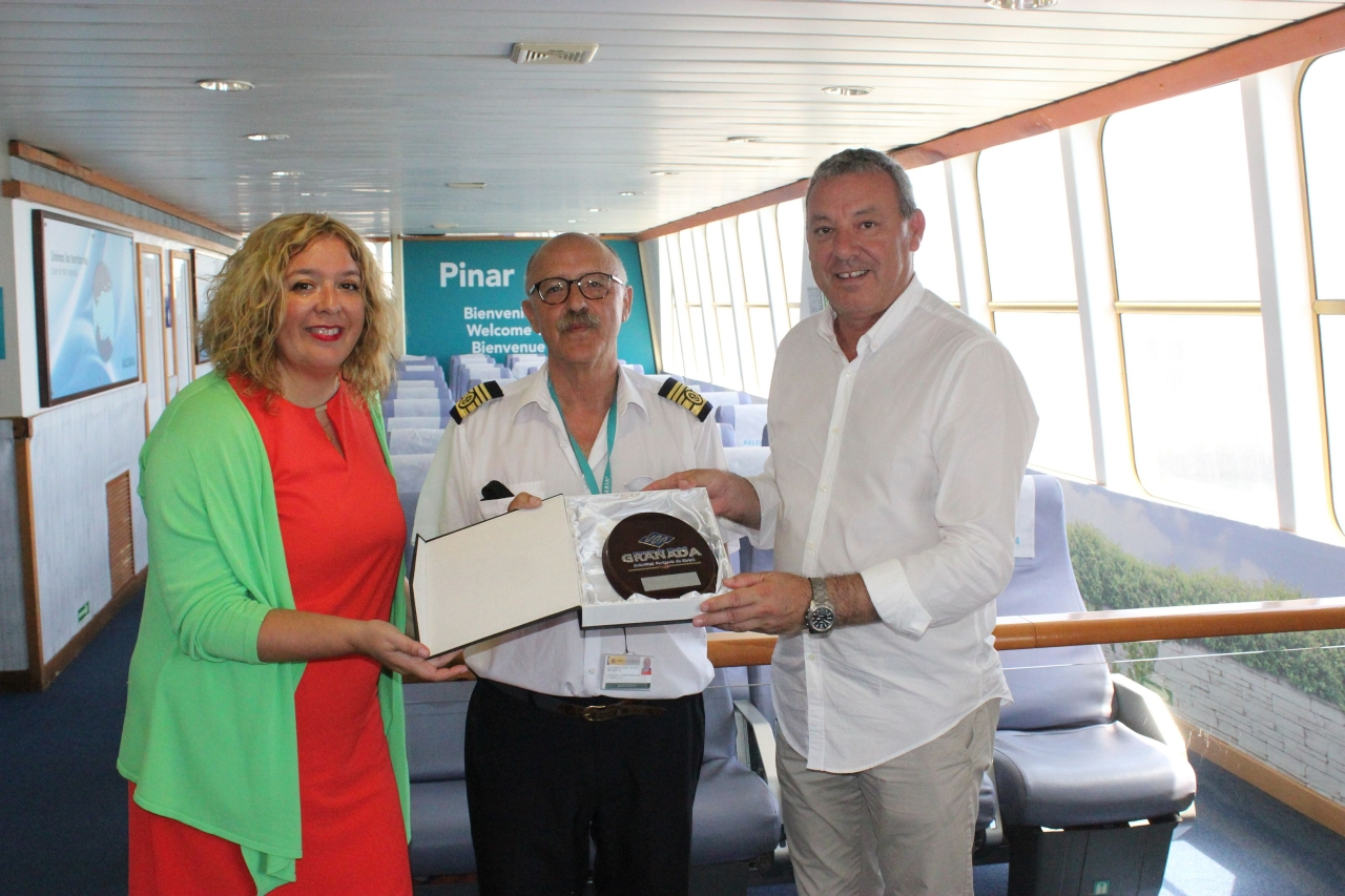La naviera balearia inaugura en motril su nueva l nea for Oficinas balearia